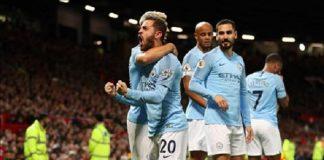 Cờ trong tay Man City ở cuộc đua vô địch Ngoại Hạng Anh