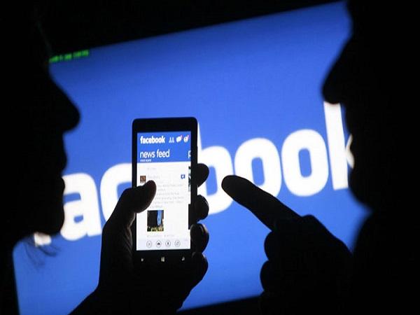 giới trẻ nghiện mạng xã hội