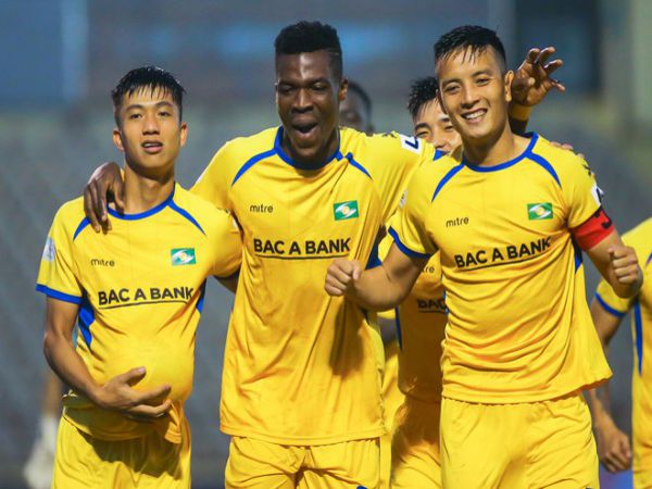 Bóng đá VN chiều 28/10: SLNA giữ chân thành công trung vệ Văn Khánh