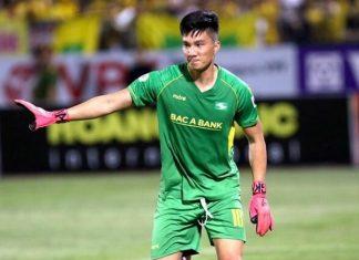 Bóng đá Việt Nam tối 10/11: SLNA giữ chân thành công thủ môn Văn Hoàng