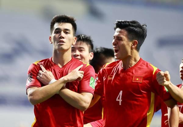 BĐVN 9/6: ĐT Việt Nam vững ngôi đầu bảng G khi đả bại Indo 4 - 0